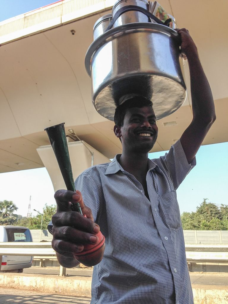 Eastern Freeway Service Road - Palani selling Idli-Vada for breakfast