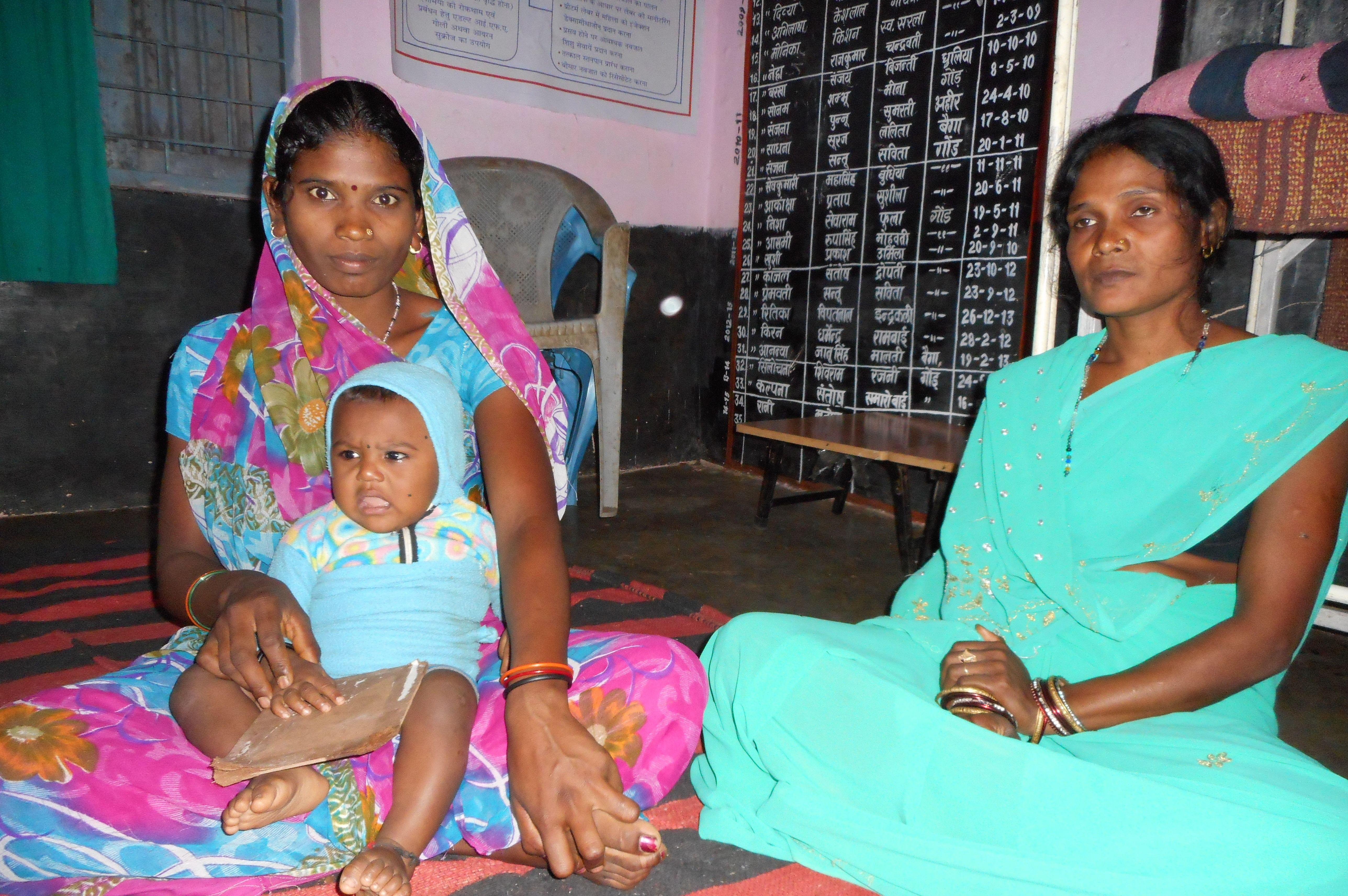 As a Gram Mitra, or friend of the village, Saroj Kusare (right), 31, a resident of Kusmi village in Niwas tehsil in Mandla district has motivated women to regularly visit the anganwadi for nutritional supplements and develop kitchen gardens in their backyard. (Credit: Shuriah Niazi\WFS)