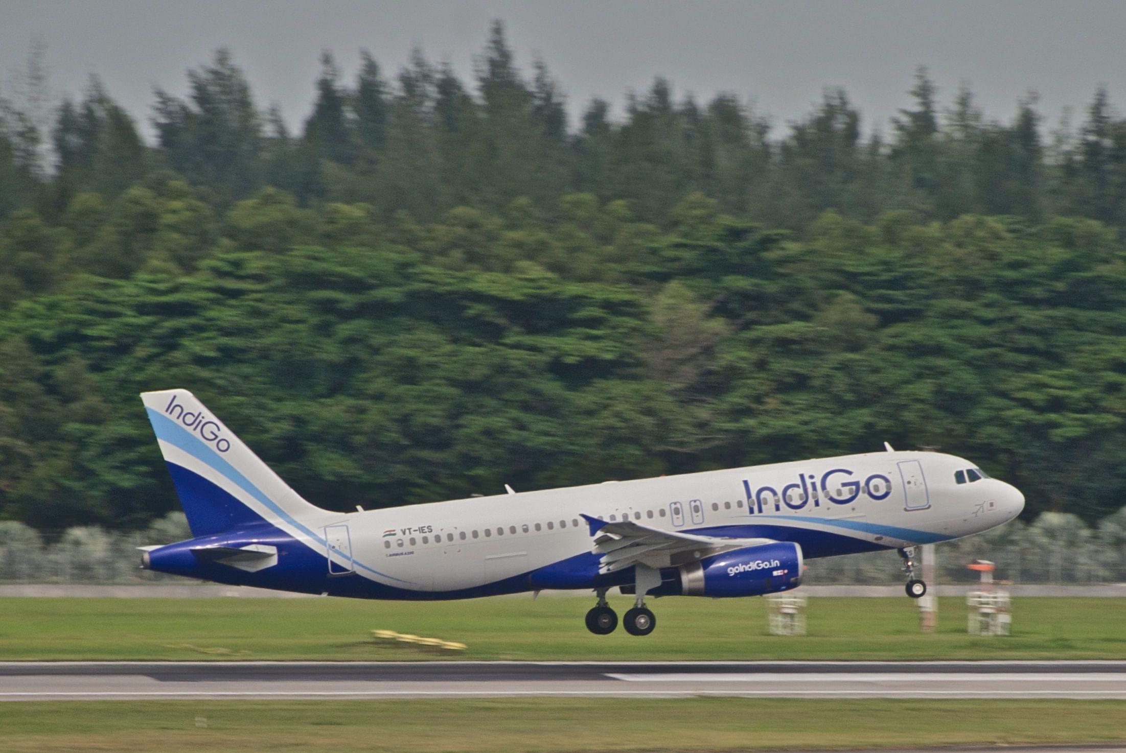 """IndiGo Airbus A320-232; VT-IES@SIN;02.08.2012 668ey (7917210650)"" by Aero Icarus from Zürich, Switzerland -"