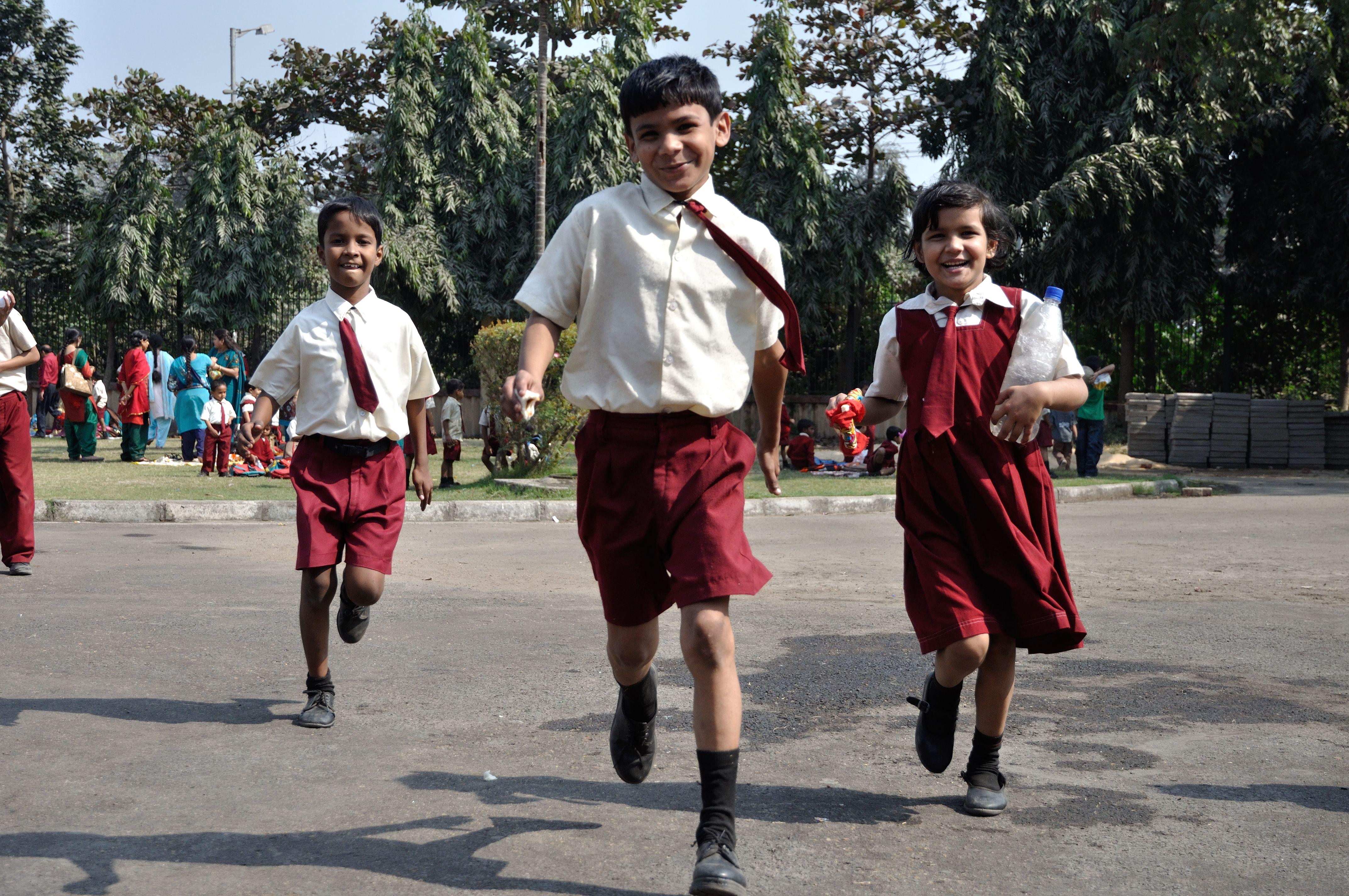 Playful_Schoolchildren_-_Science_City_-_Kolkata_2011-01-28_0295