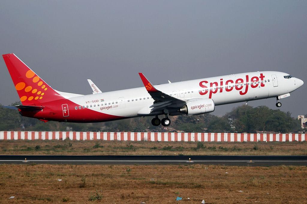 """""""SpiceJet Boeing 737-900ER Vyas-1"""" by Nisarg Vyas"""