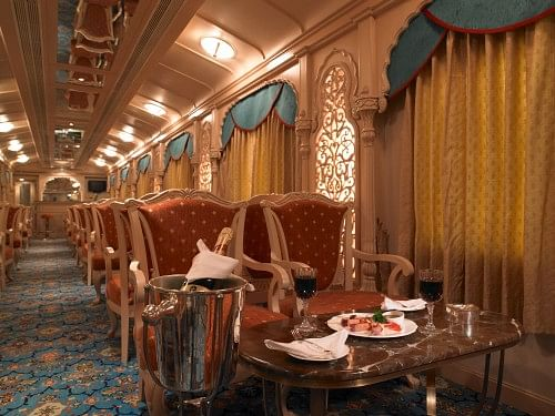 luxury-trains-of-india-golden-chariot3