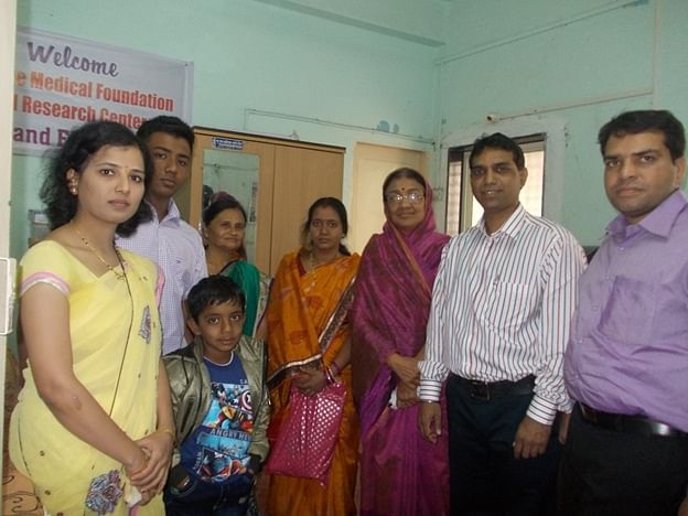 On extreme left, Dr. Sonali Mane and on extreme right, Dr. Swapnil Mane with a patient's family