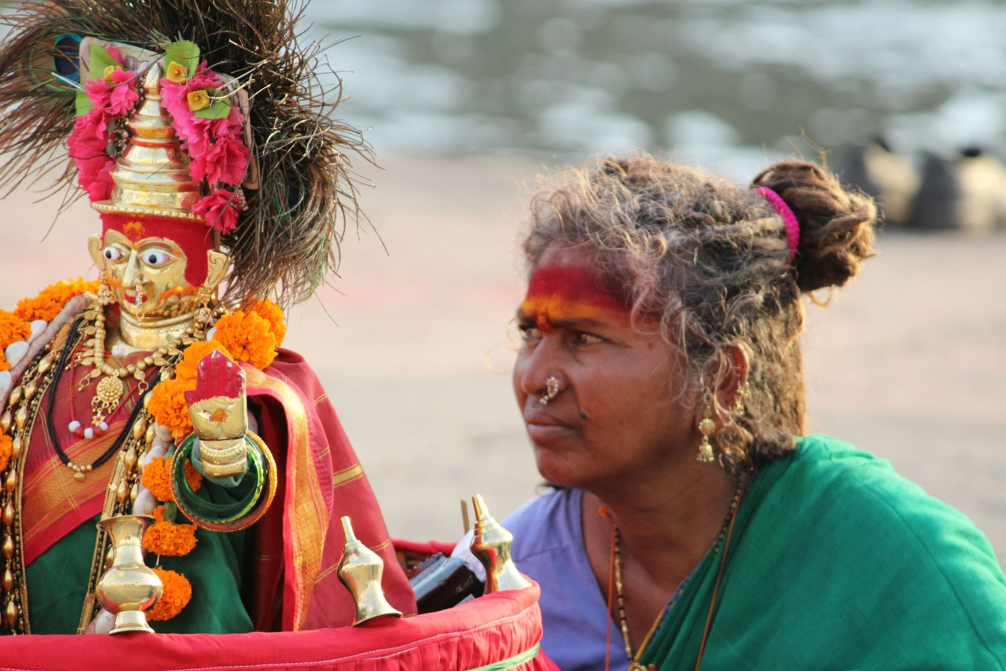 A women arrives with her idol at Ramkund, Nashik