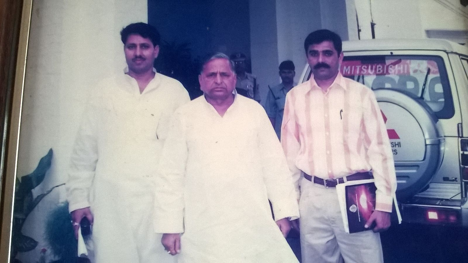 Dr. Yadav met the then UP CM Mulayam Singh Yadav to start renovation work of Lamhi.