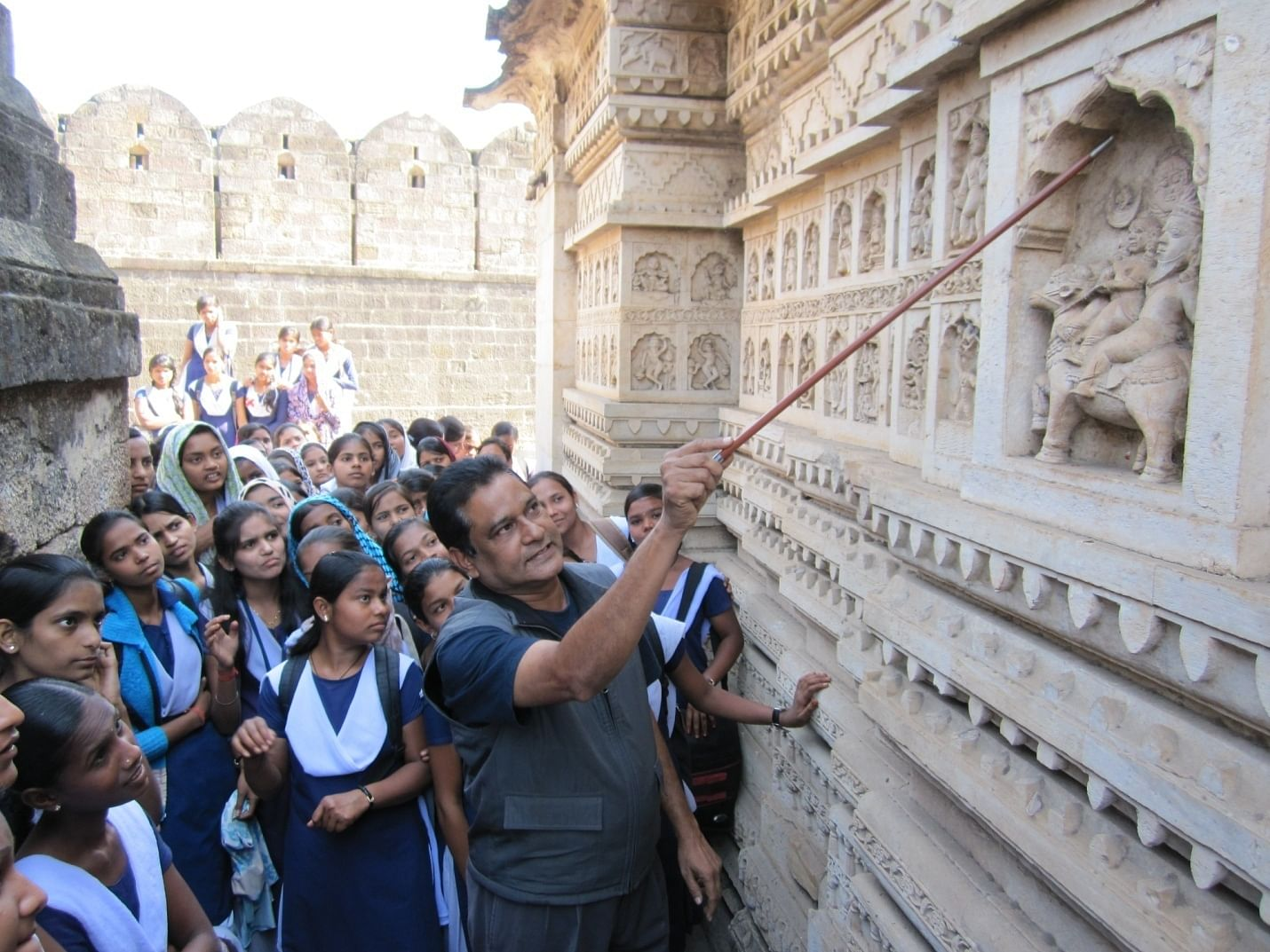 Ashok Singh Thakur taking local school children on a heritage walk
