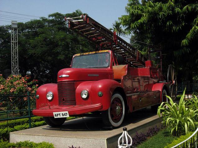 Fire tender vehicle