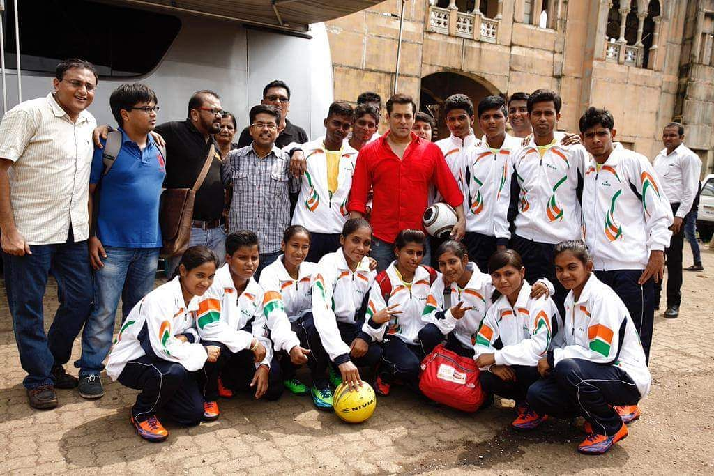 Salman Khan to encourage Slum Soccer players