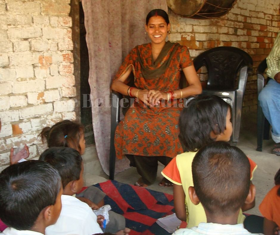 Gudiya interacts with the children at her school. (Credit: Anjali Singh\WFS)