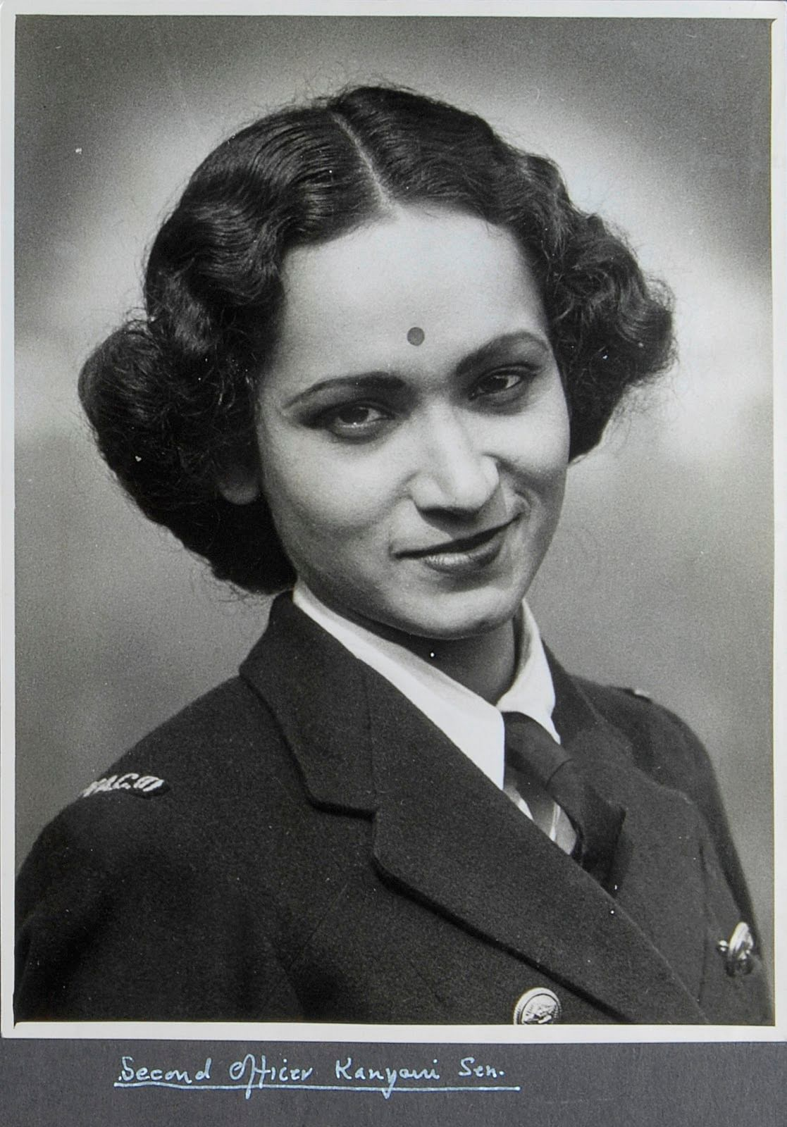 Source: http://defenceforumindia.com/forum/threads/extremely-rare-picture-of-an-indian-lady-in-royal-navy-uniform.29065/