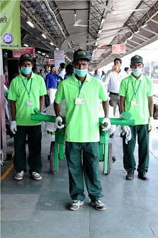 Safai Sena workers