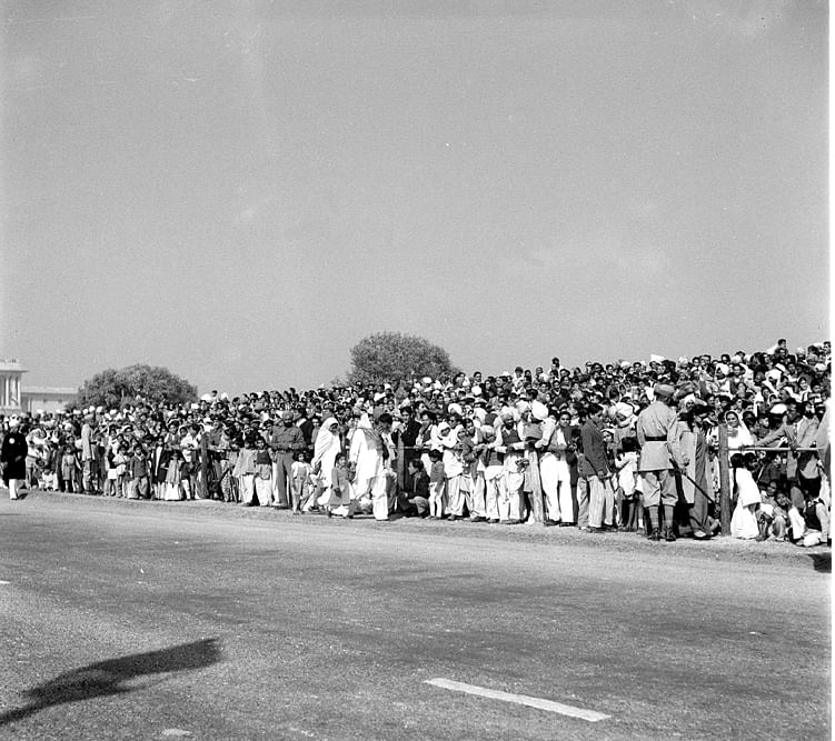 Studio/Jan.52,A52h Republic Day Cultural Pageant (January 26, 1952): A section of he huge crowds that witnessed the Parade.