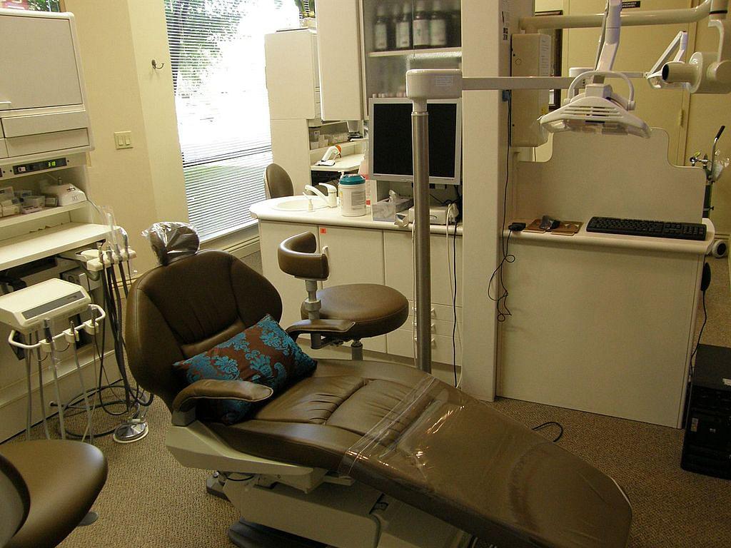 IIT Kanpur Dental Chair