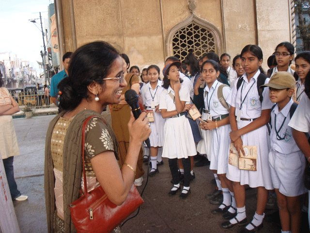 Madhu Vottery addressing children during a Heritage Walk