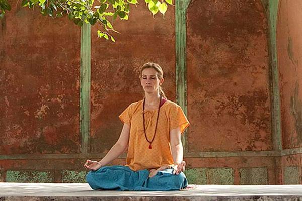 Julia Roberts meditating at the Hari Mandir Ashram in Pataudi, Haryana, in the movie Eat Pray Love. Pic source: http://www.dietsinreview.com/diet_column/12/20-celebrity-men-and-women-who-practice-meditation-in-hollywood/