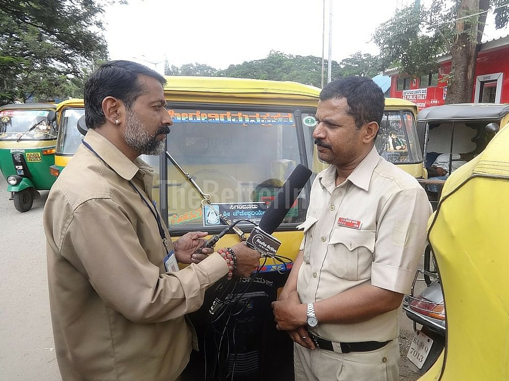 Shiv Kumar (left) interviewing an auto driver