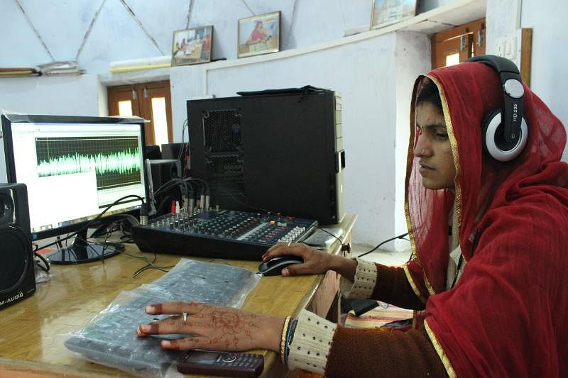 Aarti at the editing table. Photo: Barefoot College