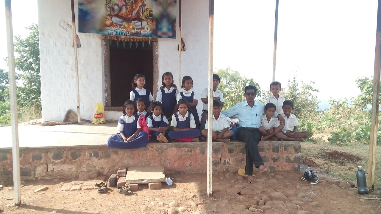 Sanjeev Deshmane with the kids of Pimpaldhara