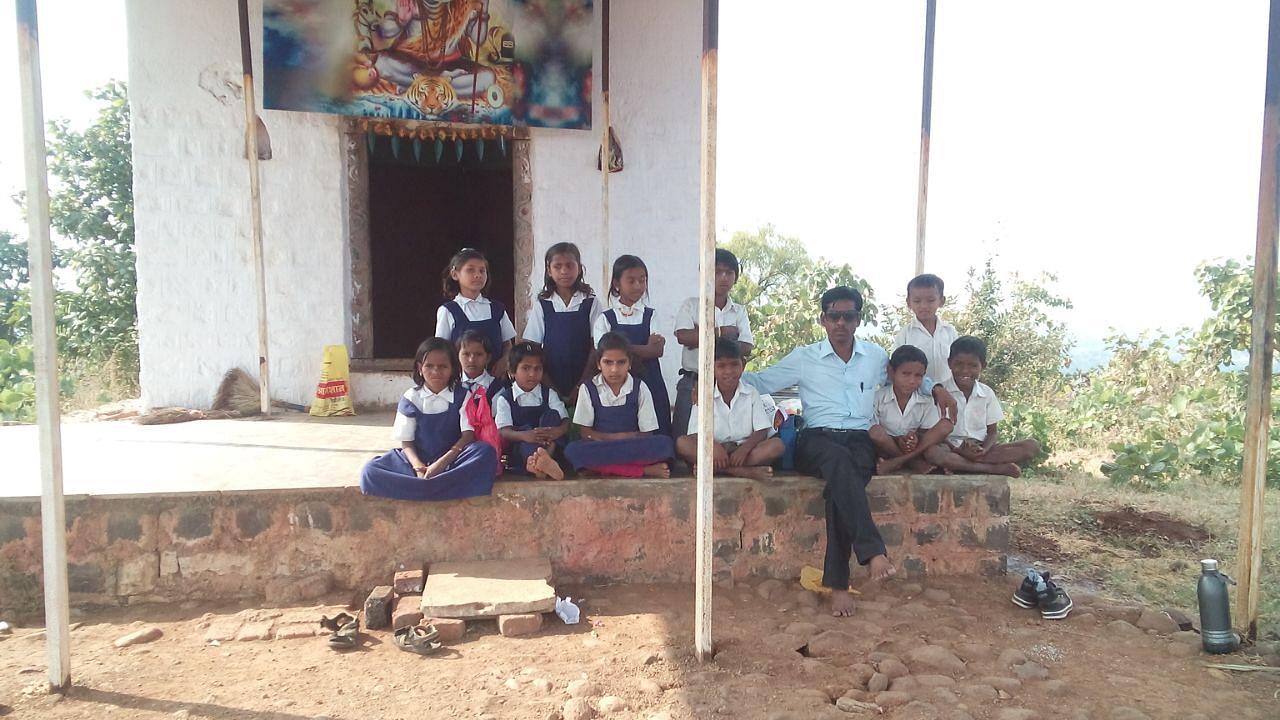 Sanjeev Deshmane with the kids of Pimpaldhara