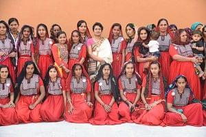 Ami Shroff of Shrujan Trust with artisans