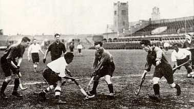 Indian_hockey_team_1928_Olympics_match