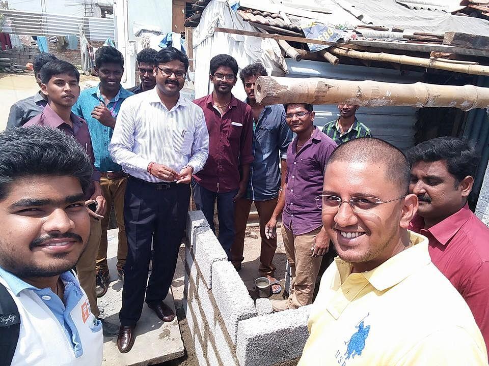 Coimbatore Municipal Commissioner Vijayakarthikeyan (Center) with the volunteer team