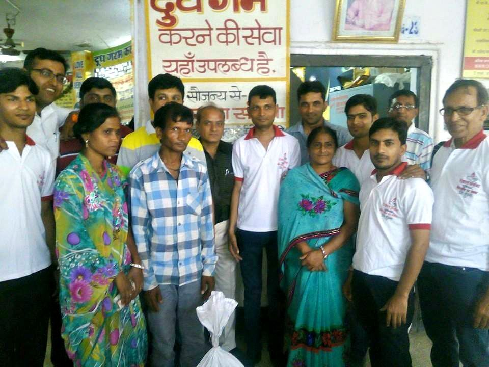 Rakt Archana members with beneficiaries who received free medicines from the organisation
