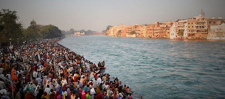 Bathing_ghat_on_the_Ganges_during_Kumbh_Mela,_2010,_Haridwar