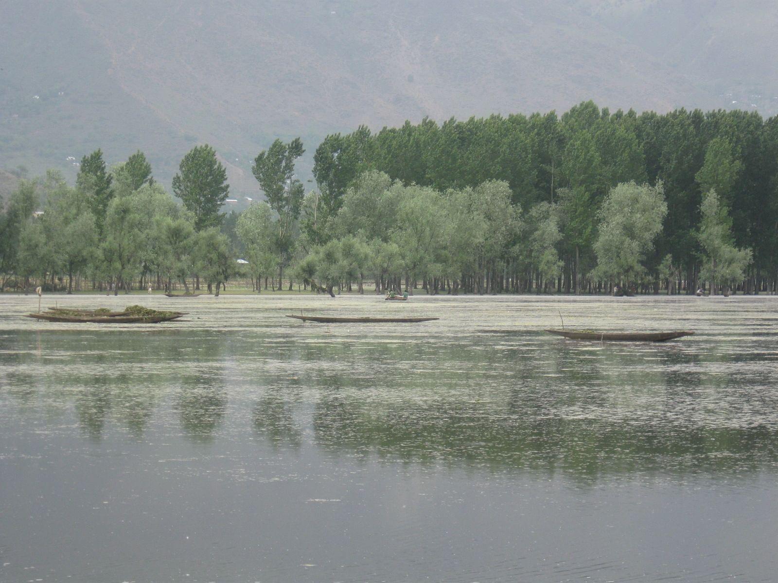 Boats_in_Wullar_Lake