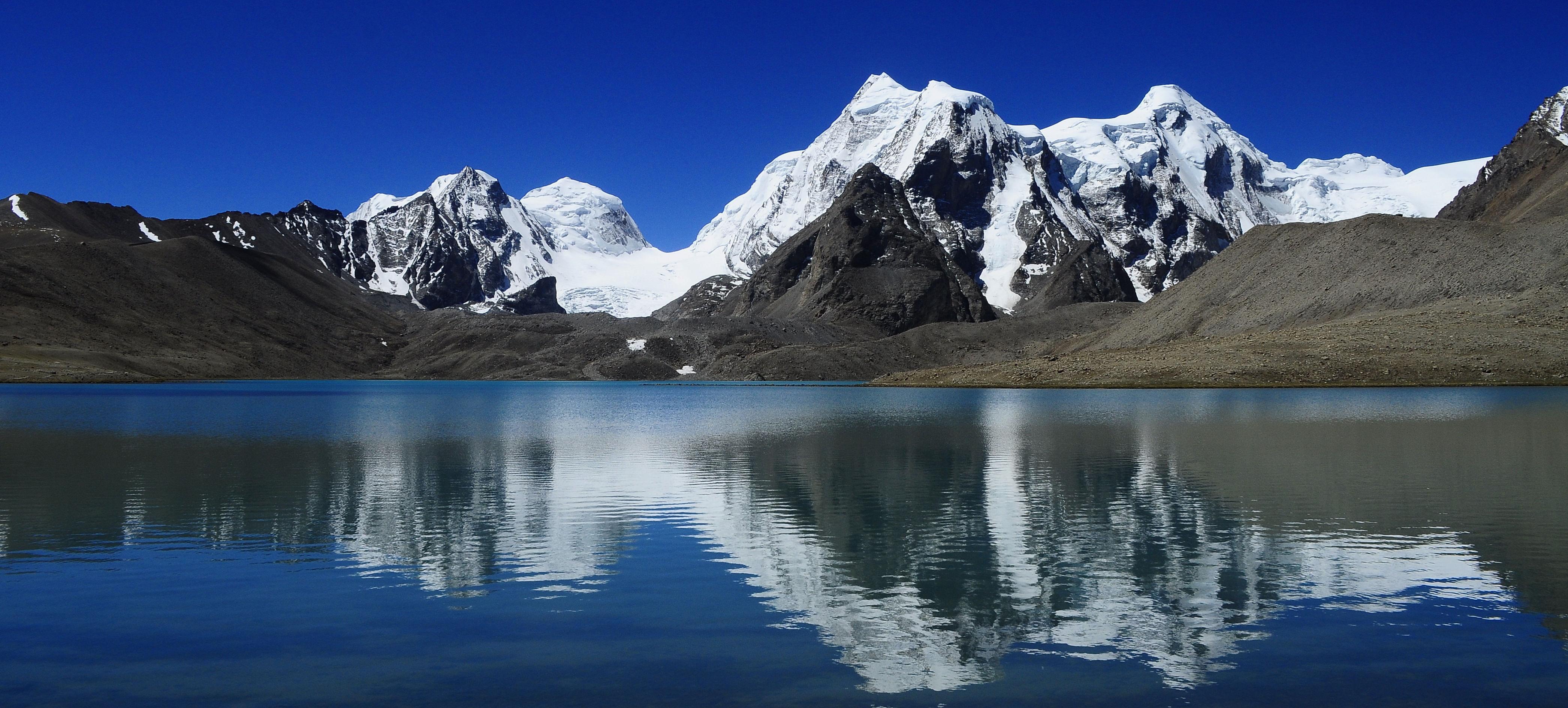 Lake_Gurudongmar,_in_summer_months,_Sikkim_India_2010