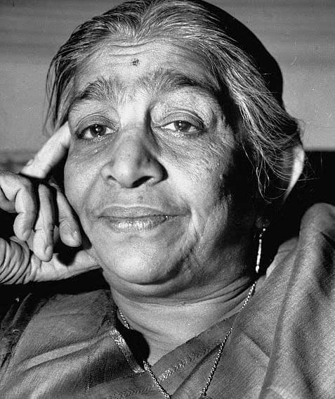 Top 3 Most famous female Hindi poets of India - Most Amazing writers