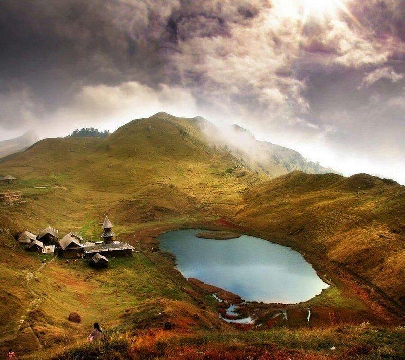 1452248028_prashar_lake_dramatic