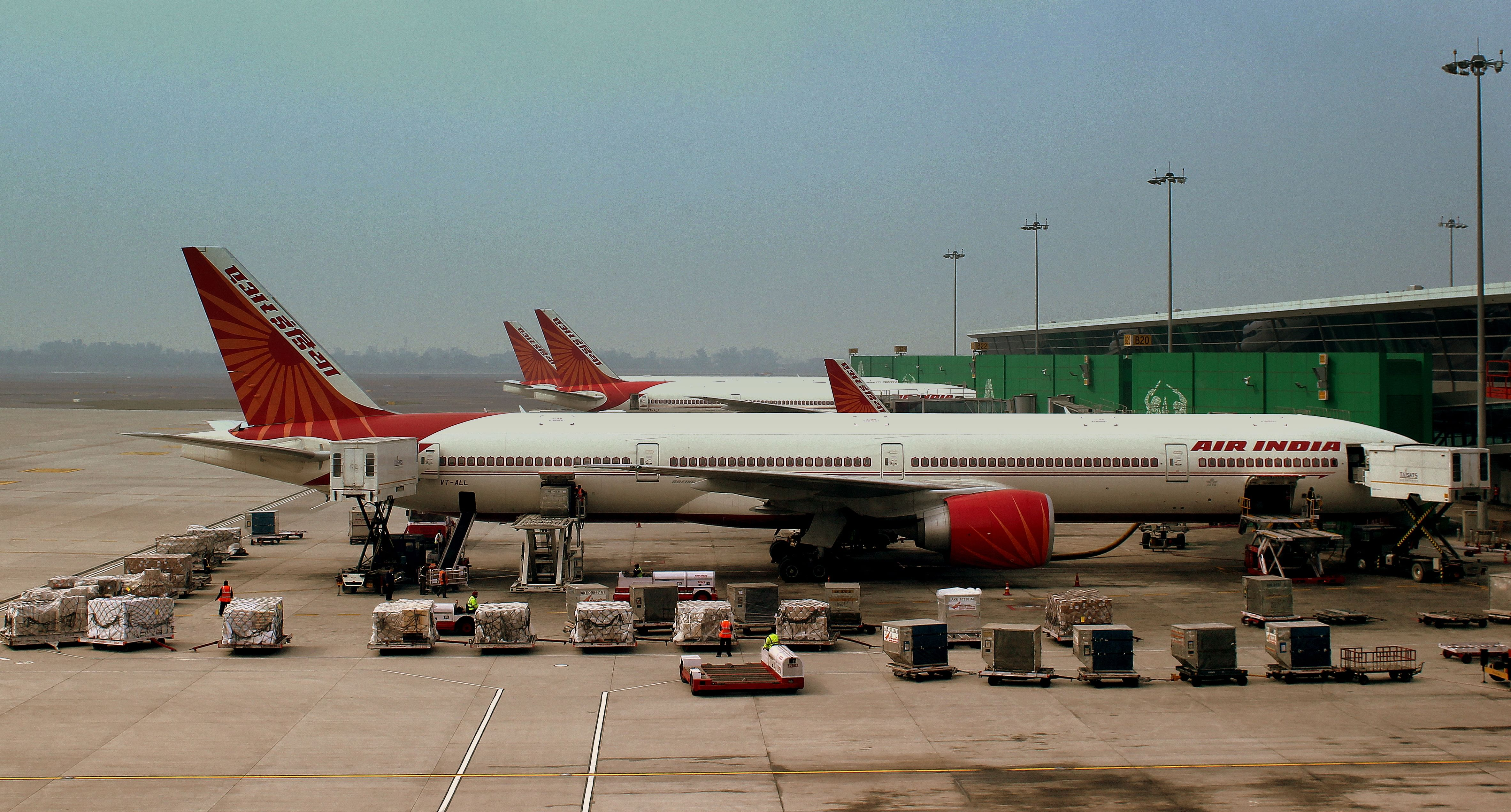Air_India_A320_and_Boeing_777-300ER,S_at_Indira_Gandhi_Airport_Delhi_India_February_2013