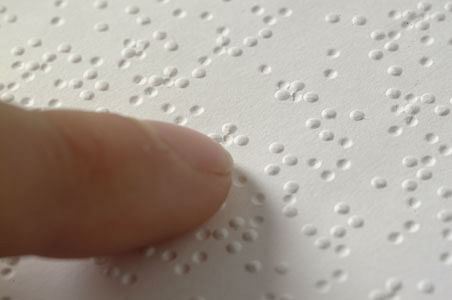 Braille_closeup