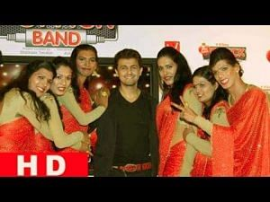 Image of members of first transgender band in India with Sonu Nigam