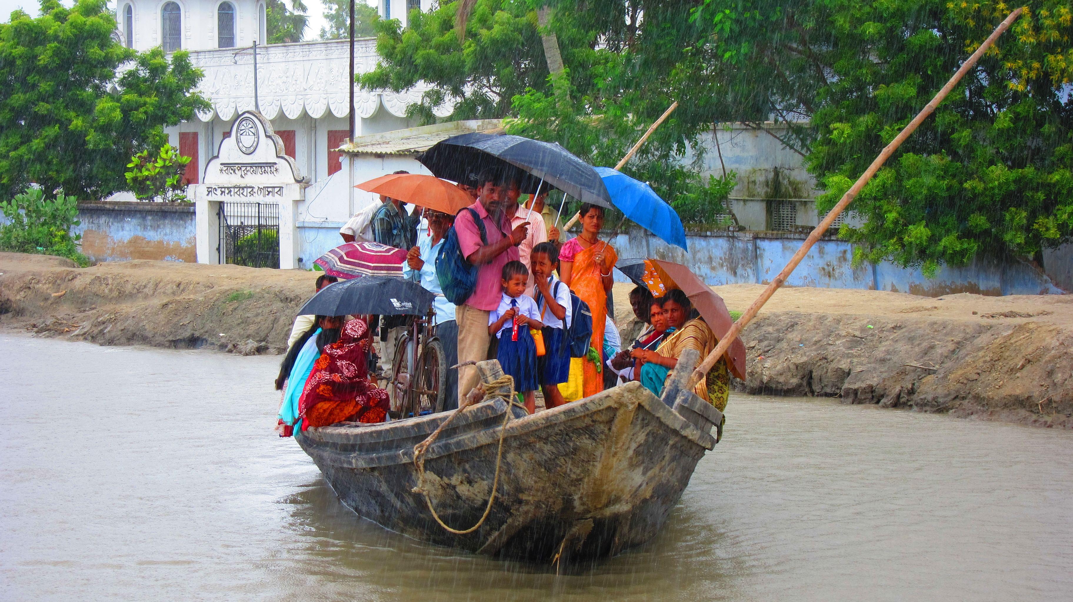 sundarbans-rain-boat