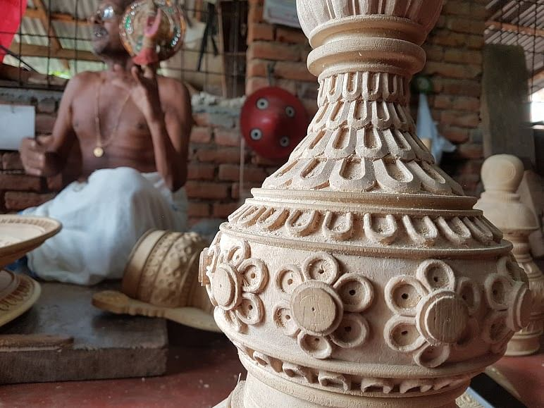 Kathakali Koppu from Vellinezhi