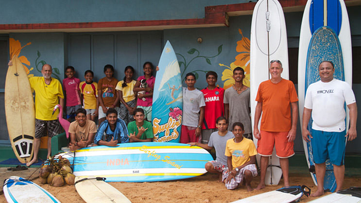 Mantra-Surf-Club-Group-shot-surfing-india