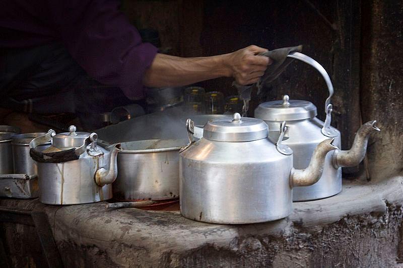 800px-India_-_Varanasi_chai_tea_-_1420