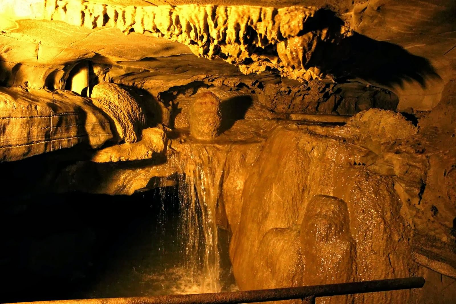 Grab-The-Amazing-Tour-Package-To-Belum-Caves-