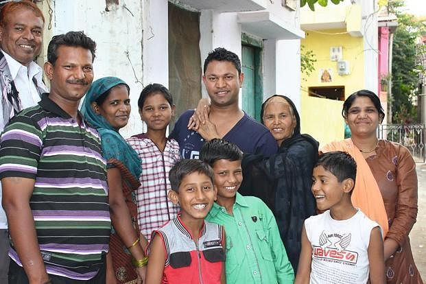 Saroo-Brierley-with-family