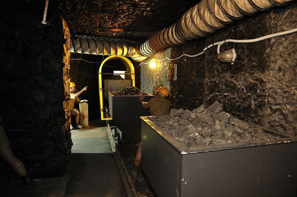 1024px-mock-up_coal_mine_-_ranchi_science_centre_-_jharkhand_2010-11-28_8335