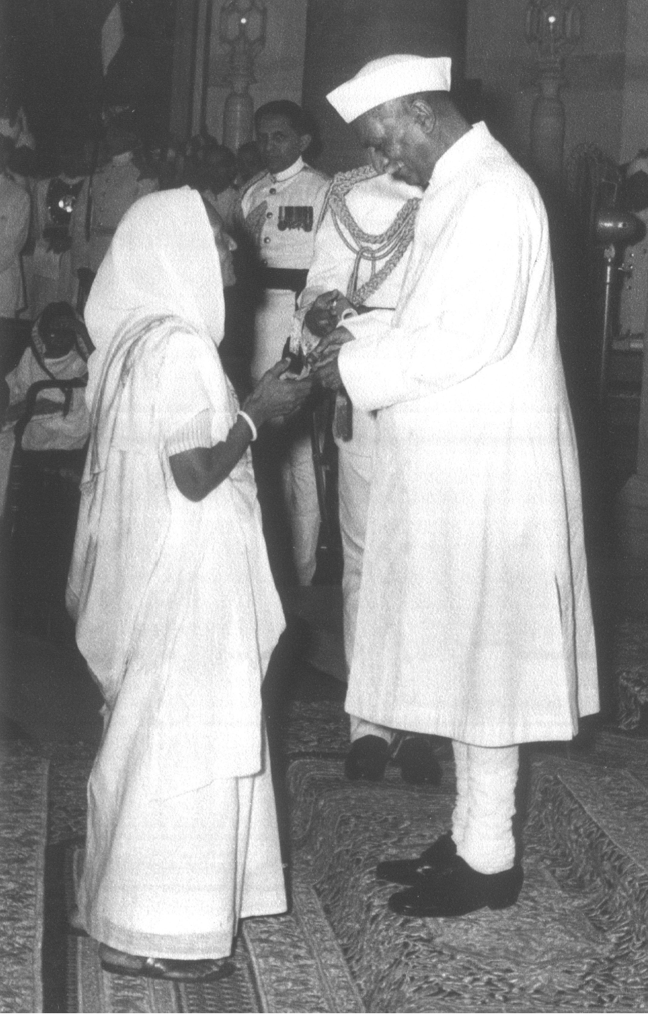 Smt. Jankideviji Bajaj receiving 'Padma Vibhushan', from President of India Dr. Rajendra Prasad.