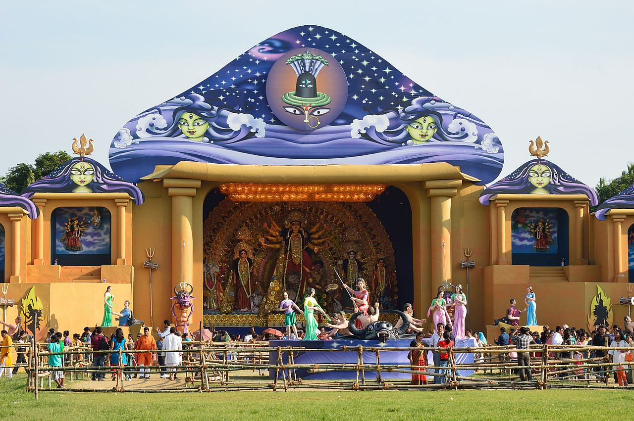 1280px-durga_puja_pandal_-_fd_block_-_salt_lake_city_-_kolkata_2013-10-11_3263