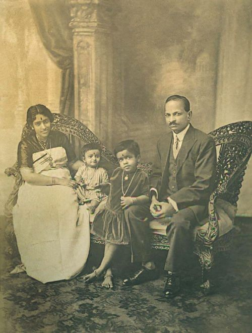 Maharani Sethu Lakshmi Bayi with her consort and daughters,Princess Uthram Tirunal Lalitamba Bayi and Princess Karthika Tirunal Indira Bayi (1928)