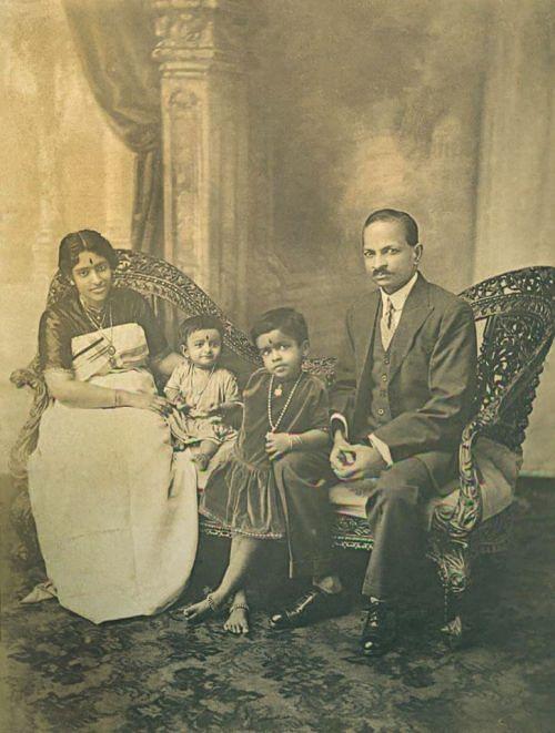 Maharani Sethu Lakshmi Bayi with her consort and daughters,Princess Uthram Tirunal Lalitamba Bayi and Princess Karthika Tirunal Indira Bayi (1928)