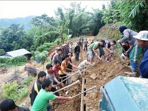Shangnaidar Tontang motivated local villagers to step up and take on the task of clearing the debris off the roads.