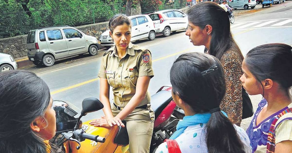 """Delhi Cops Are """"Stealing"""" University Students' Phones. For a Very Good Reason!"""