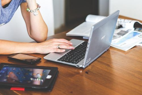 woman-hand-smartphone-laptop