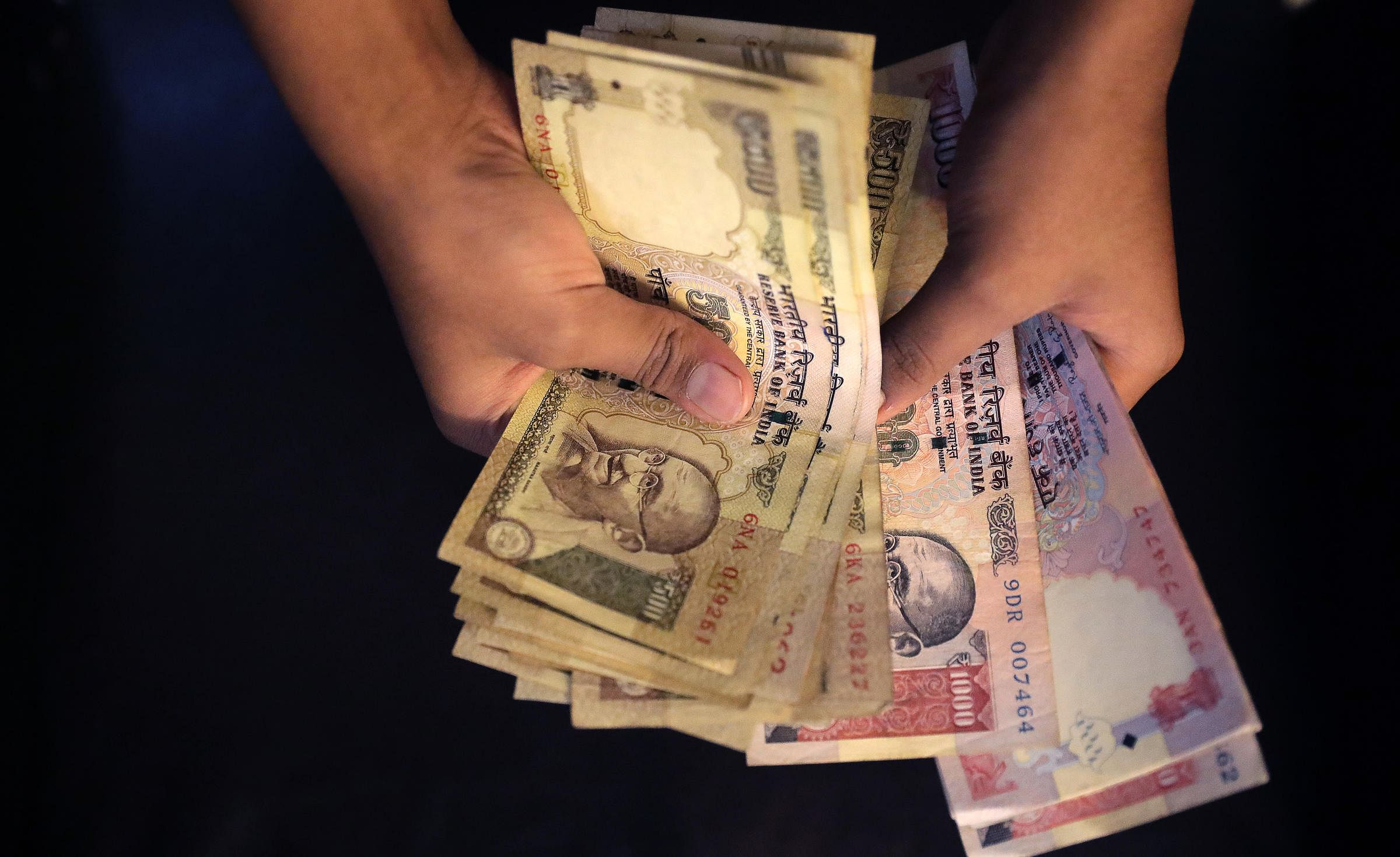 India is doing away with old currency notes of 1000 and 500 rupees.
